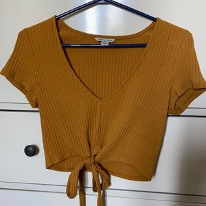 AMERICAN EAGLE cropped tie tee